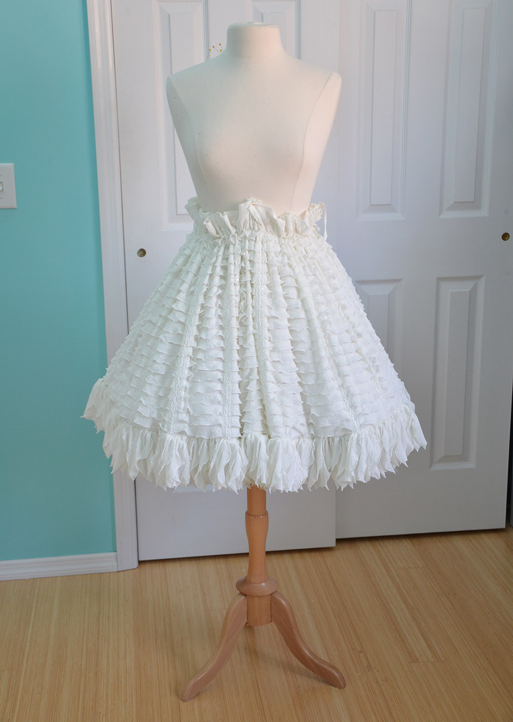 Dress with a fluffy skirt. Pattern dress with a full skirt 84
